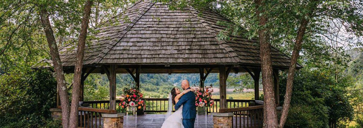Mountain Lake Lodge Wins The Knot's Best of Weddings 2021 Award